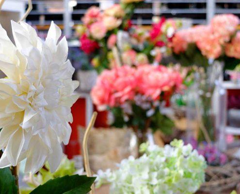 arreda e dai un tocco di colore con i fiori finti