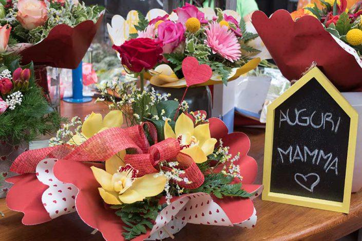 Non pensare a una frase originale … compra un fiore!