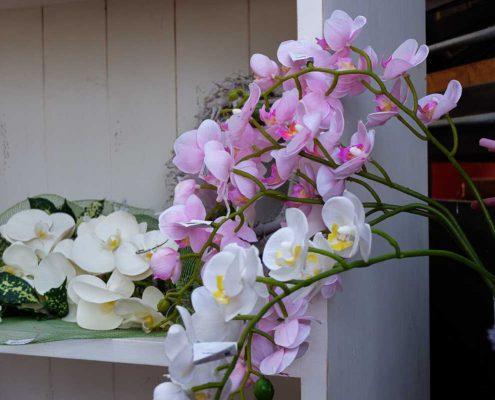le orchidee artificiali possono essere il fiore perfetto da portare al cimitero