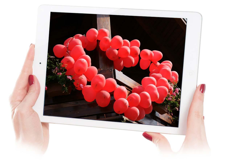 un cuore di matrimonio con i palloncini