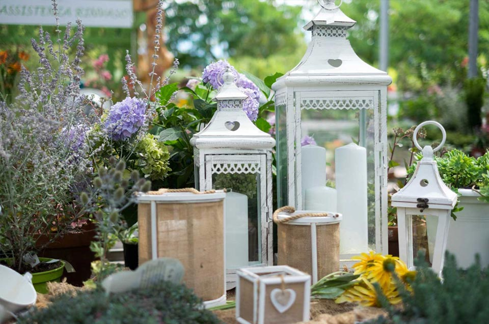Nel nostro Garden oltre alle piante e ai fiori troverete oggettistica da interno e esterno per la vostra casa e giardino